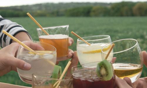 Pailles en pailles dans verres