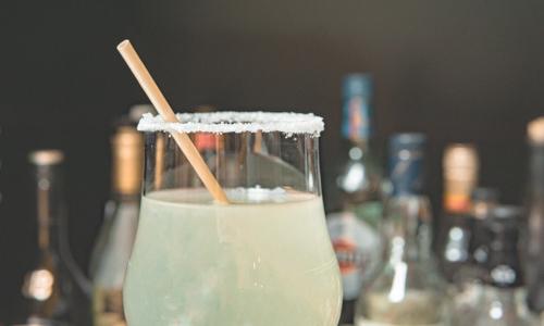 Pailles Filaj dans verre cocktail